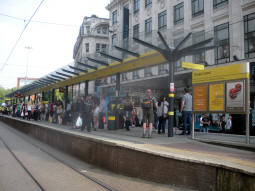 The platforms with the platform for trams via Piccadilly Gardens or St. Peter's Square nearest